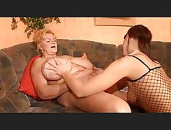 lesbians peeing in mouth
